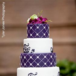 purple and white wedding cake | weddinggawker