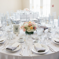 elegant table setting | weddinggawker