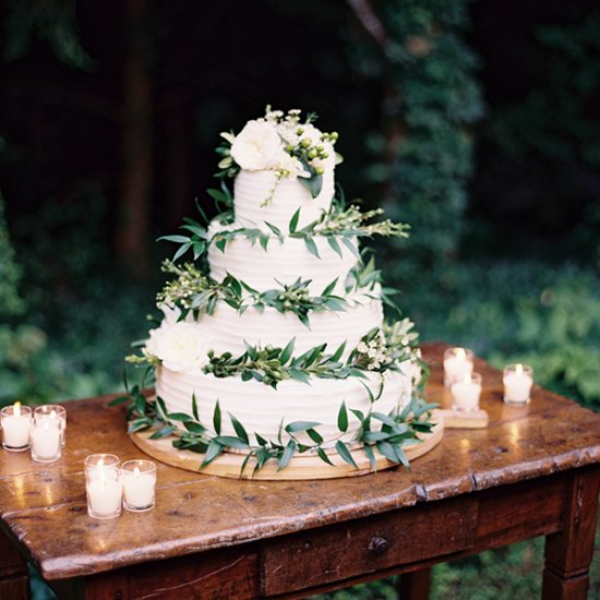 Rustic wedding cake with greenery weddinggawker rustic wedding cake with greenery junglespirit Gallery