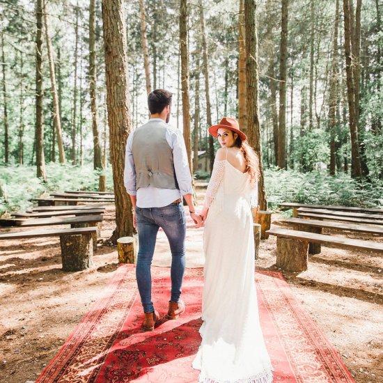modern boho woodland wedding ideas | weddinggawker